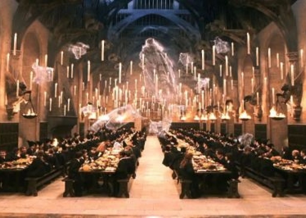 Studying for o w ls in the great hall at hogwarts audio for Comedor harry potter